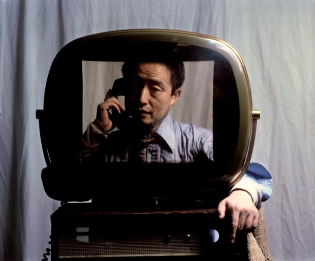Elliott Erwitt 1982. Video artist Nam June PAIK