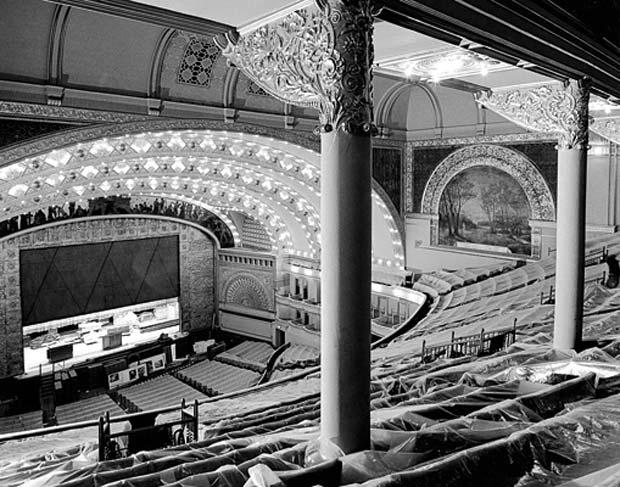 בניין-האודיטורים-בשיקגו-צילום-של-ריצ'ארד-ניקל-ללואיס-סאליבן