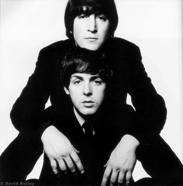 ג'ון לנון ופול מקרטני. צילום - דיוויד ביילי