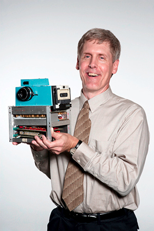 סטיבן-ששון,-ממציא-את-האבטיפוס-הראשון-למצלמה-הדיגיטלית