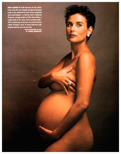 דמי-מור-בהריון.-צילום-אנני-לייבוביץ