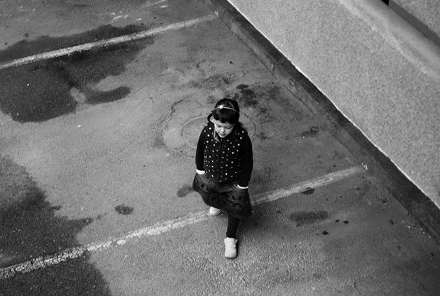 ילדה-הולכת-לבית-ספר