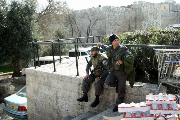 חיילים שומרים בירושלים