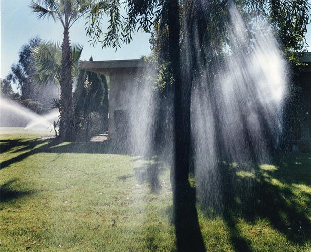 צילום-לארי-סולטן-Sprinklers-ND-מתוך-pictures-from-home