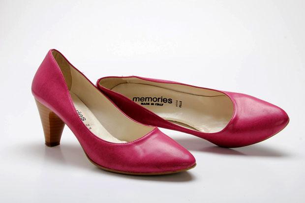 צילום מוצר - נעלי עקב על רקע לבן - קורס צילום סטודיו