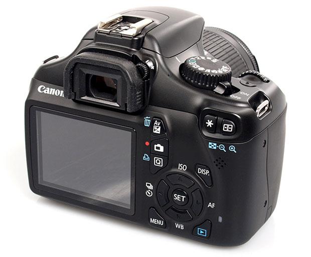 קנון-1100d. בובה של מצלמה.