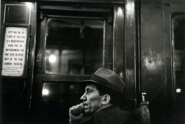 פורטרט של נוסע ברכבת התחתית, שנות ה30 ניו יורק