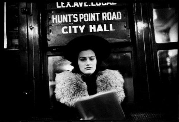 פורטרט של נוסעת ברכבת התחתית ניו יורק