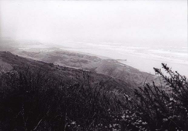 נוף סוער, שחור לבן