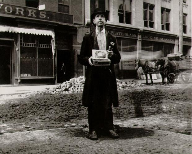 ג'ייקוב-ריס-Blind-Beggar-1890