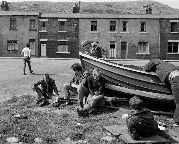 Chris-Killip,-Boat-repair,-Skinningrove,-North-Yorkshire,-1983