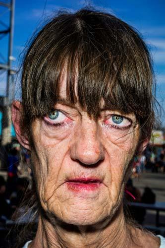Debbie,-West-Bromwich,-England.jpg-ברוס-גילדן