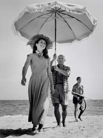 FRANCE.-Golfe-Juan.-August-1948.-Pablo-Picasso-and-Fran-oise-Gilot.-In-the-background-the-painter's-nephew-Javier-Vilato.