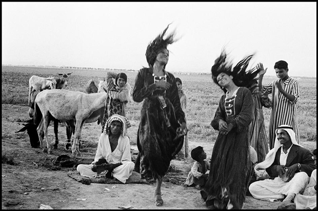 IRAQ.-1956.-Gypsies-dancing-in-a-camp-near-Catesiphon