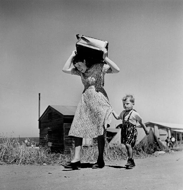 ISRAEL.-Haifa.-1949-50.-Arriving-immigrants