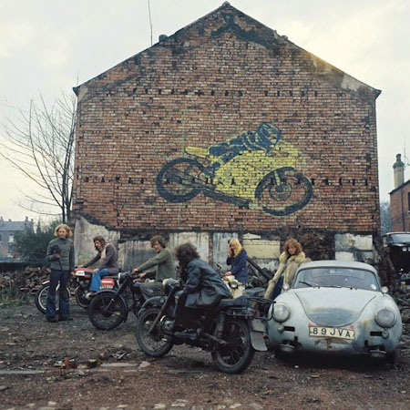 Kingston Racing Motors, Olinda Terrace, Leeds, 1975 פיטר מיצ'ל
