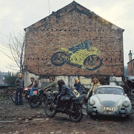 Kingston Racing Motors, Olinda Terrace, Leeds, 1975 פיטר מיצ'ל