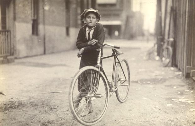 ילד שמחלק עיתונים. מאמר על לואיס היין בבלוג של צילום בעם