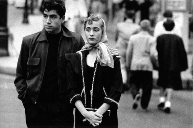 צילום: רוברט פרנק, מתוך the americans, גבר ואישה ברחוב
