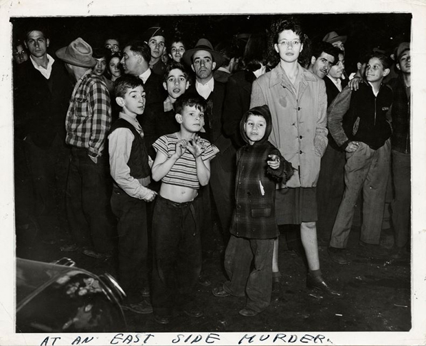 Weegee,-At-an-East-Side-Murder,-1943