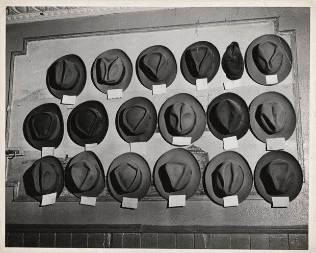 Weegee,-[Hats-in-pool-room,-Mulberry-Street,-New-York],-ca.-1943
