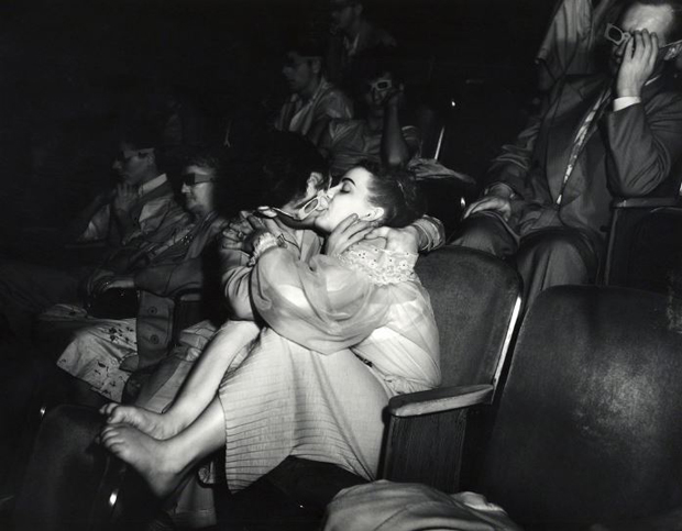 Weegee,-Lovers-with-3D-glasses-at-Palace-Theatre1945