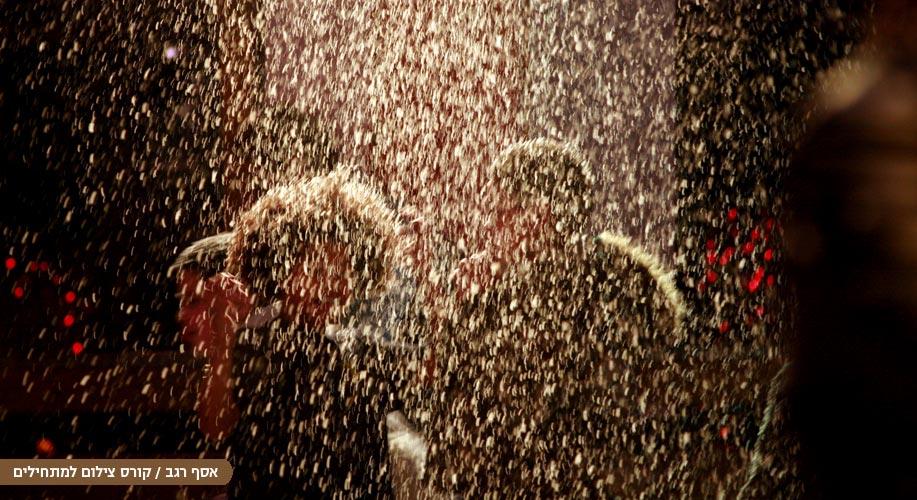 אנשים בגשם צילום של אסף רגב מקורס צילום למתחילים