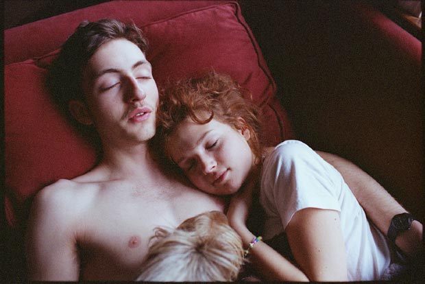 נער ונערה ישנים